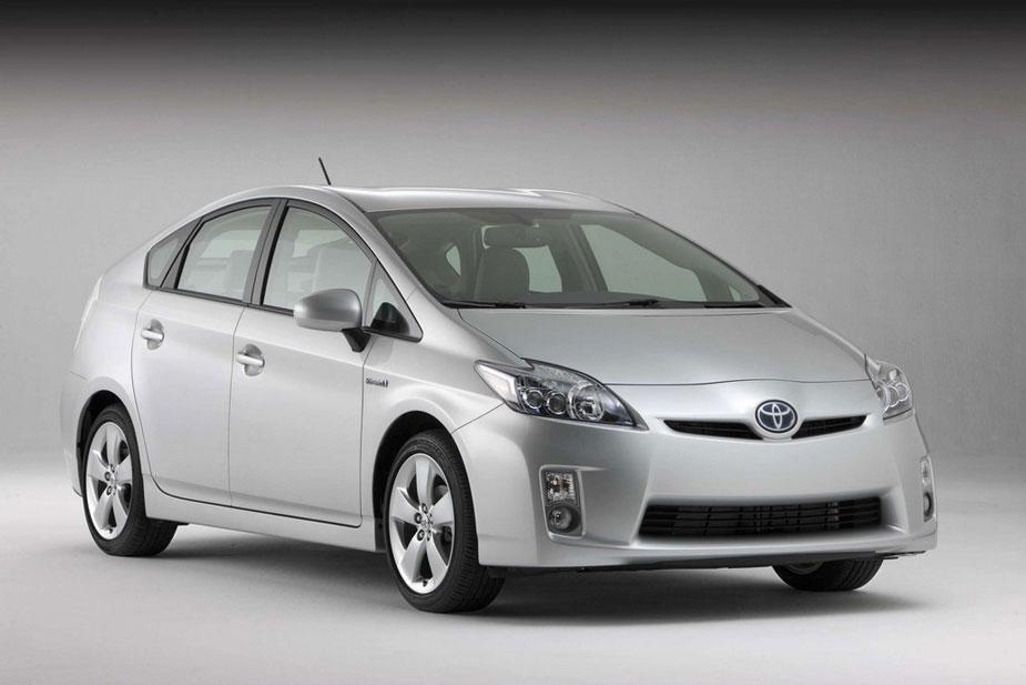 2012-Toyota-Prius-profile-silver